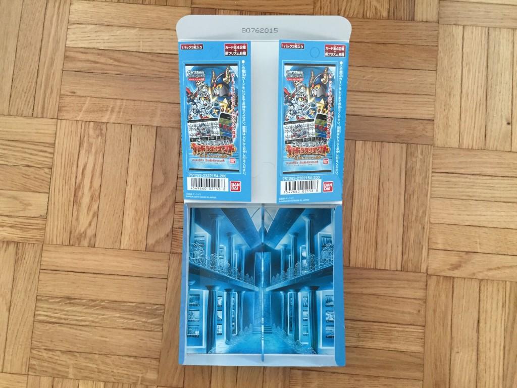 Deux mini PLV détachables et le musée des Carddass SD Gundam
